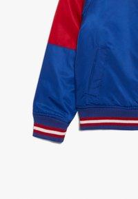 Outerstuff - NFL NEW YORK GIANTS VARSITY JACKET - Pelipaita - rush blue/gym red - 3
