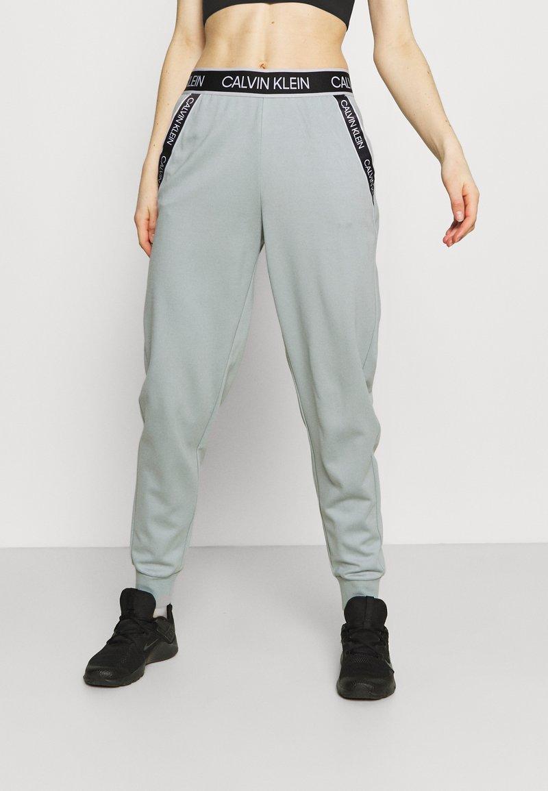 Calvin Klein Performance - PANTS - Teplákové kalhoty - green