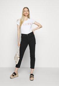 Guess - ANGELIKA  - Print T-shirt - true white - 1