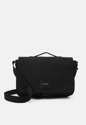 SPORT ESSENTIAL MESSENGER - Taška na laptop - black