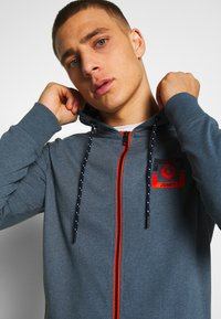 Jack & Jones - JCOSTRONG ZIP HOOD - Mikina na zip - china blue/melange - 3