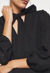 We are Kindred - BRONWYN MIDI DRESS - Košilové šaty - black - 5