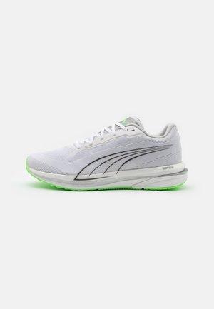 VELOCITY NITRO COOLADAPT - Neutral running shoes - white/black/elektro green