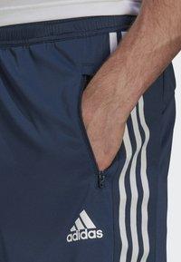 adidas Performance - DESIGNED TO MOVE SPORT 3-STREIFEN  - Pantalón corto de deporte - blue - 3