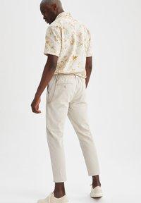 DeFacto - Pantalon classique - beige - 2