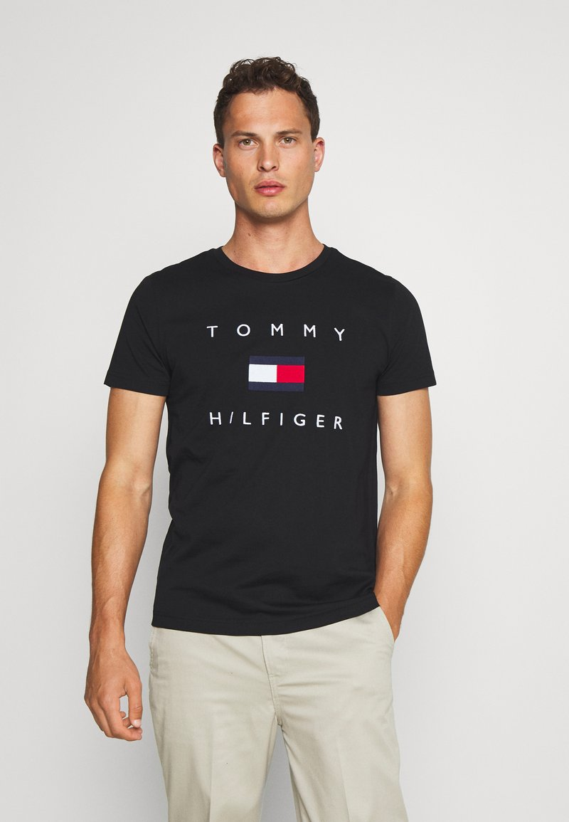 Tommy Hilfiger - FLAG TEE - Triko spotiskem - black