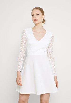 MICHELLE SKATER - Koktejlové šaty/ šaty na párty - white