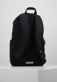 Nike Sportswear - ELEMENTAL UNISEX - Batoh - black/white - 2