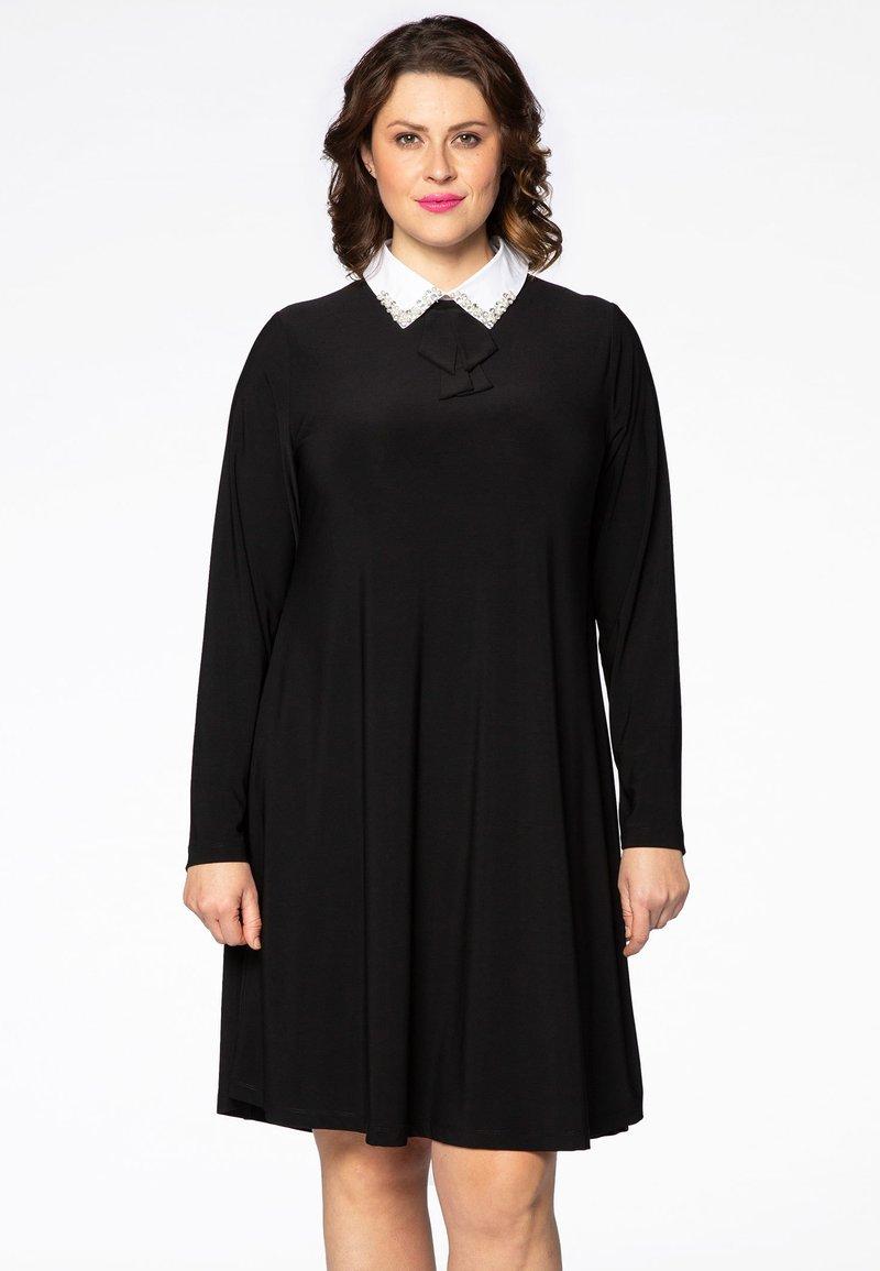 Yoek - MIT BAND-DETAIL - Day dress - black