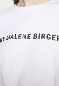 By Malene Birger - DESMOS FAYEH - Print T-shirt - pure white - 4