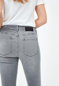 ARMEDANGELS - TILLAA X STRETCH - Jeans Skinny Fit - asphalt grey - 2
