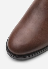 LAST STUDIO - STERLYN - Classic ankle boots - cognac - 5