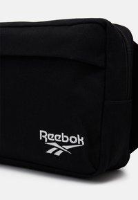 Reebok Classic - CROSSBODY BAG UNISEX - Ledvinka - black - 3