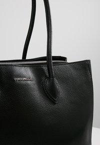 Coccinelle - FARISA LARGE HANDBAG - Handtasche - noir - 6