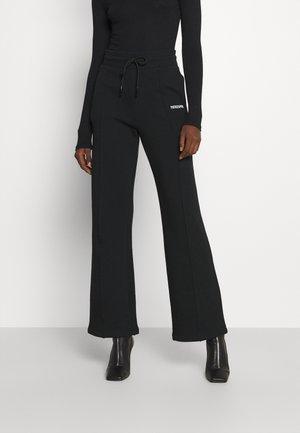 PANTALONI TROUSERS - Teplákové kalhoty - nero