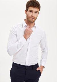 DeFacto - PACK OF 2 - Kostymskjorta - white - 3