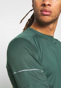 Salomon - AGILE TEE - Sports shirt - green gables - 3