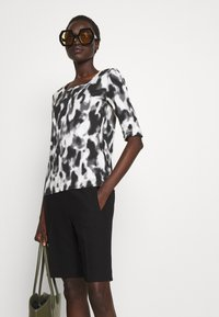 Marc Cain - Print T-shirt - black/white - 4