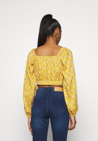 Hollister Co. - Blusa - yellow floral - 2