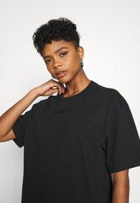 adidas Originals - T-shirt - bas - black - 3