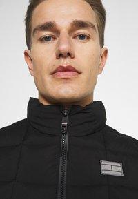 Tommy Hilfiger - MODERN ESSENTIALS VEST - Vesta - black - 3