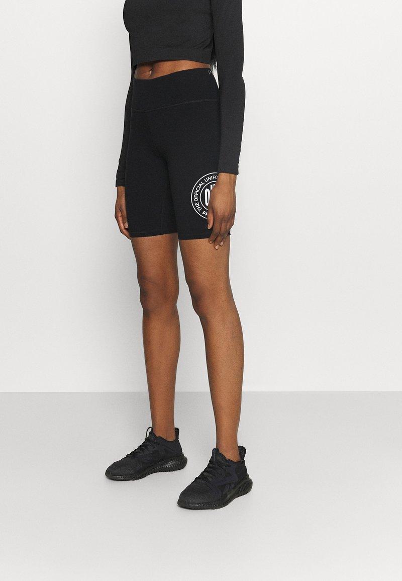 DKNY - SPLIT LOGO HIGH WAIST BIKE SHORT - Collants - black/white