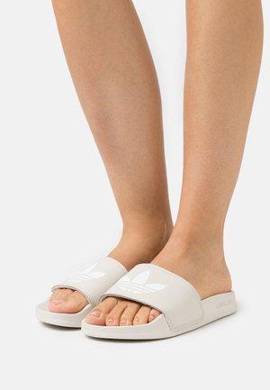ADILETTE LITE - Sandaler - alumina/footwear white