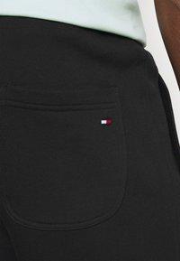 Tommy Hilfiger - ESSENTIAL - Shorts - black - 4