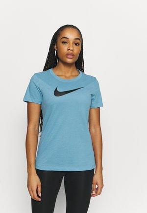 TEE CREW - Print T-shirt - cerulean/light silver