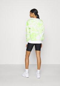 Nike Sportswear - Sudadera - white/light lemon - 2