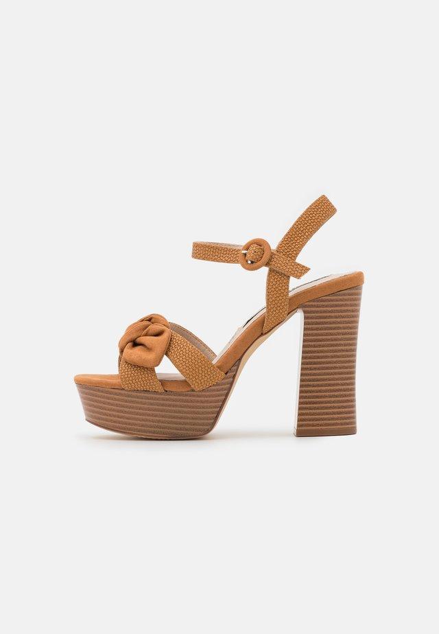 AMAZONAS - Sandály na platformě - tan