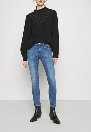 ONLKENDELL  - Skinny džíny - medium blue denim
