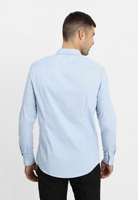 Pier One - 2 PACK - Formal shirt - white/light blue - 2