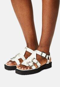ASRA - SPECTOR - Sandaalit nilkkaremmillä - white - 0