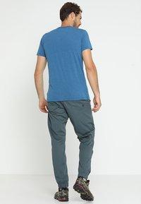 Salewa - SOLID LOGO DRY TEE - Print T-shirt - poseidon melange - 2