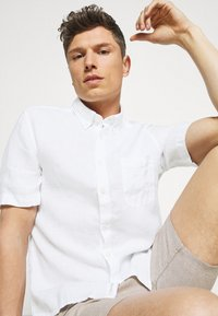 Marc O'Polo - BUTTON DOWN SHORT SLEEVE - Skjorta - white - 3