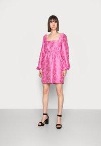 Samsøe Samsøe - SASHA DRESS - Sukienka koktajlowa - bubble gum pink - 0