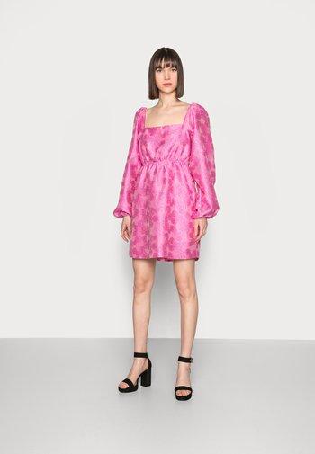 SASHA DRESS - Cocktailjurk - bubble gum pink