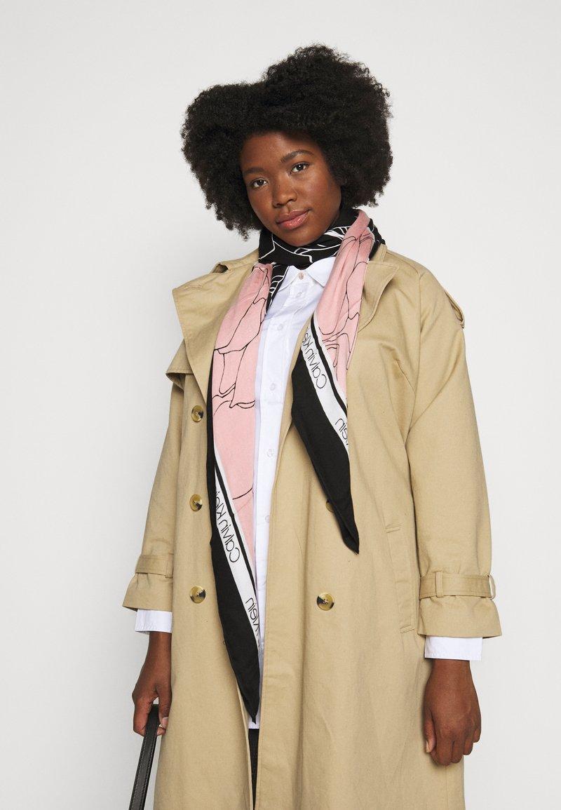 Calvin Klein - FLORAL SCARF - Šátek - black