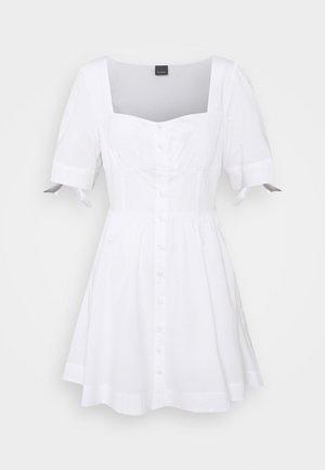 ASSOLTO ABITO PESANTE - Denní šaty - white