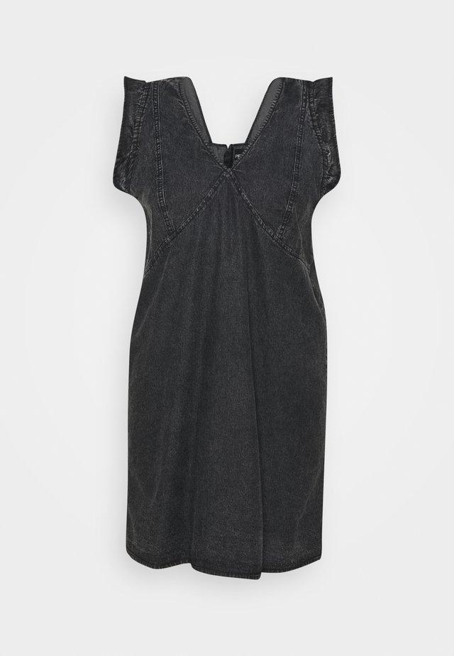 PCLUA MINI DRESS - Denimové šaty - black