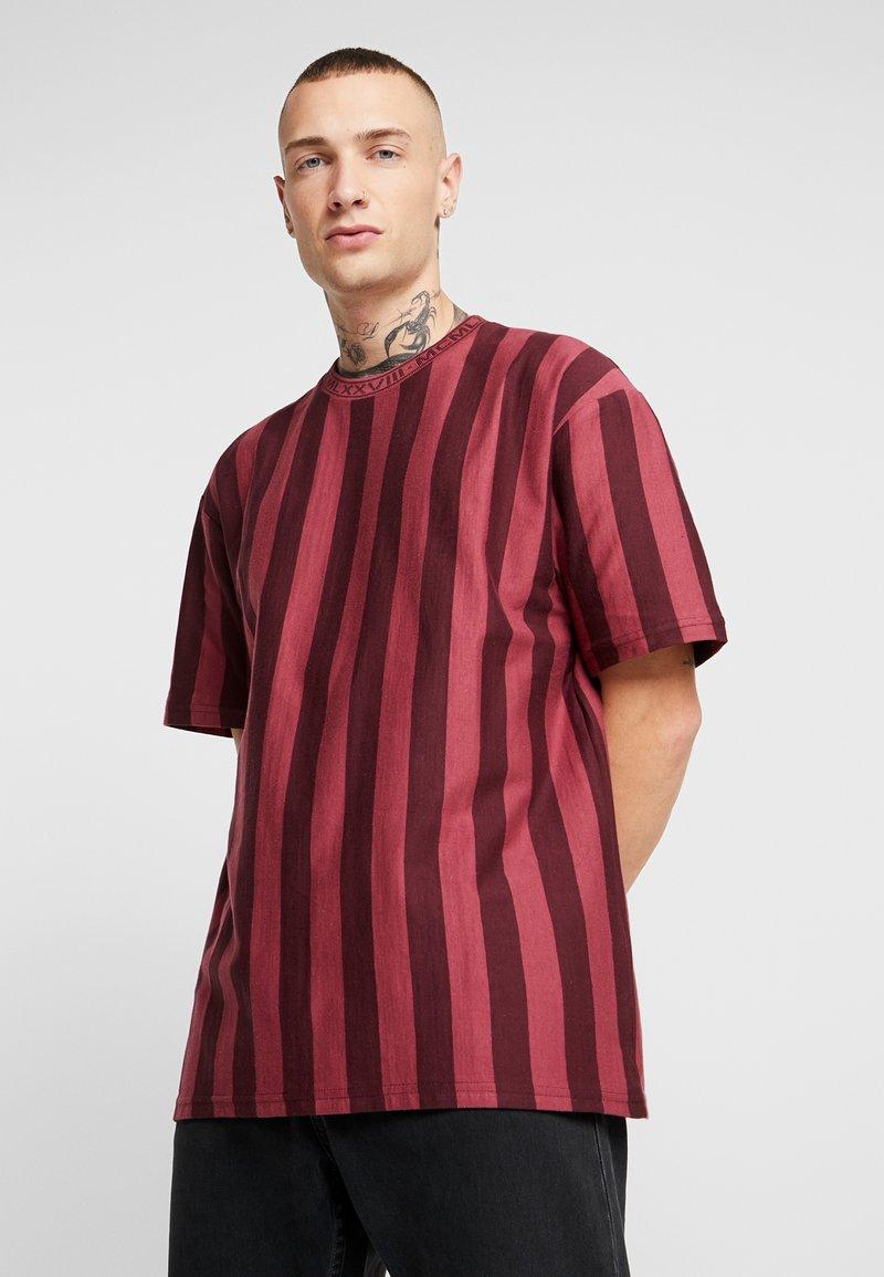 Topman - T-shirt med print - bordeaux