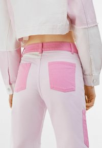 Bershka - Relaxed fit jeans - pink - 3