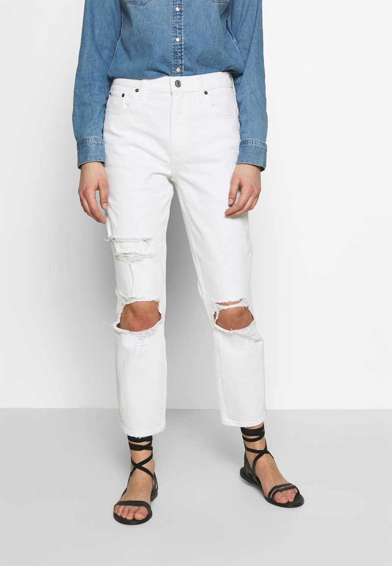 Abercrombie & Fitch - KNEE SLITS MOM - Slim fit jeans - white destroy