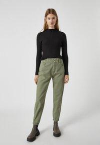 PULL&BEAR - Relaxed fit jeans - mottled dark green - 1