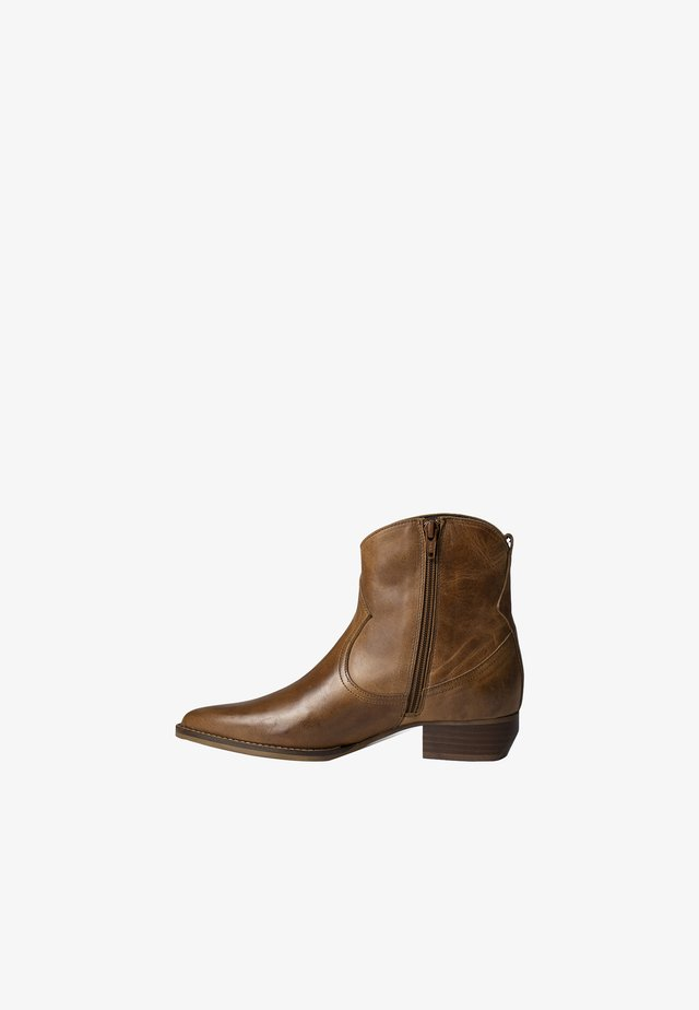 AKONI - Classic ankle boots - cognac