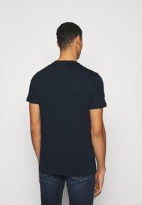 Michael Kors - TECHNO TEE - Print T-shirt - dark midnight - 2