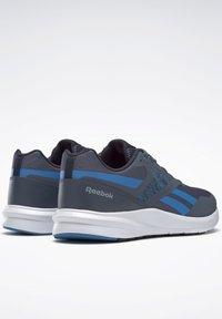 Reebok - REEBOK RUNNER 4.0 SHOES - Neutral running shoes - blue - 6