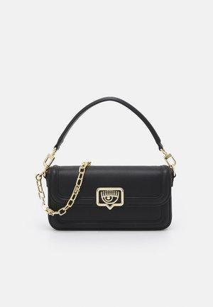 RANGE EYELIKE FRAME - Handbag - nero