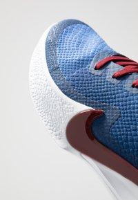 Nike Performance - MAMBA FOCUS - Basketball shoes - coastal blue/team red/white - 5